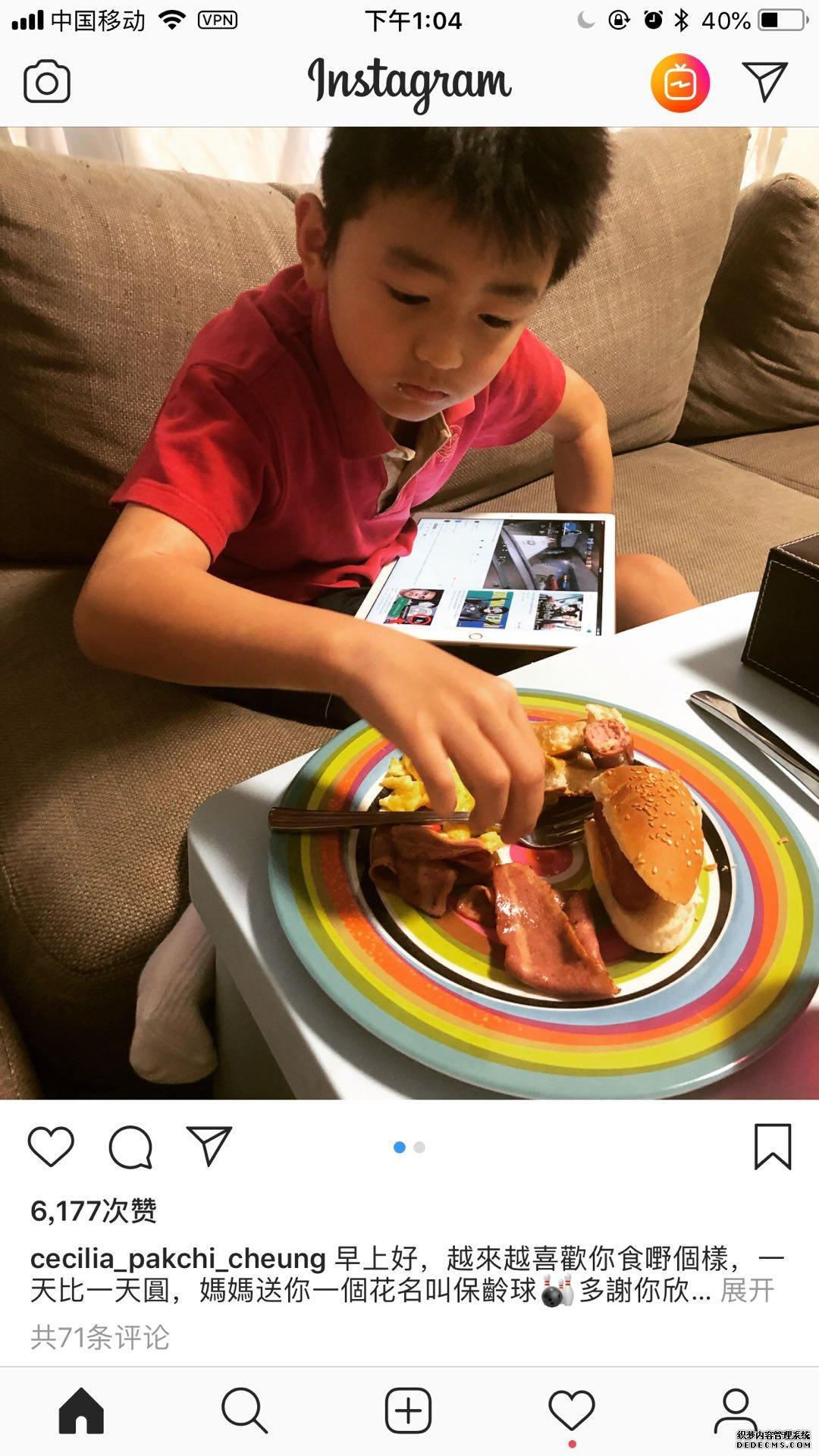 张柏芝晒儿子吃早餐,镜头曝光家里的沙发亮了!